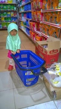 Cara Anak Berbelanja di Mall