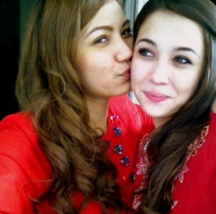 Gambar nakal Emma Maembong dan Syahera Manrose