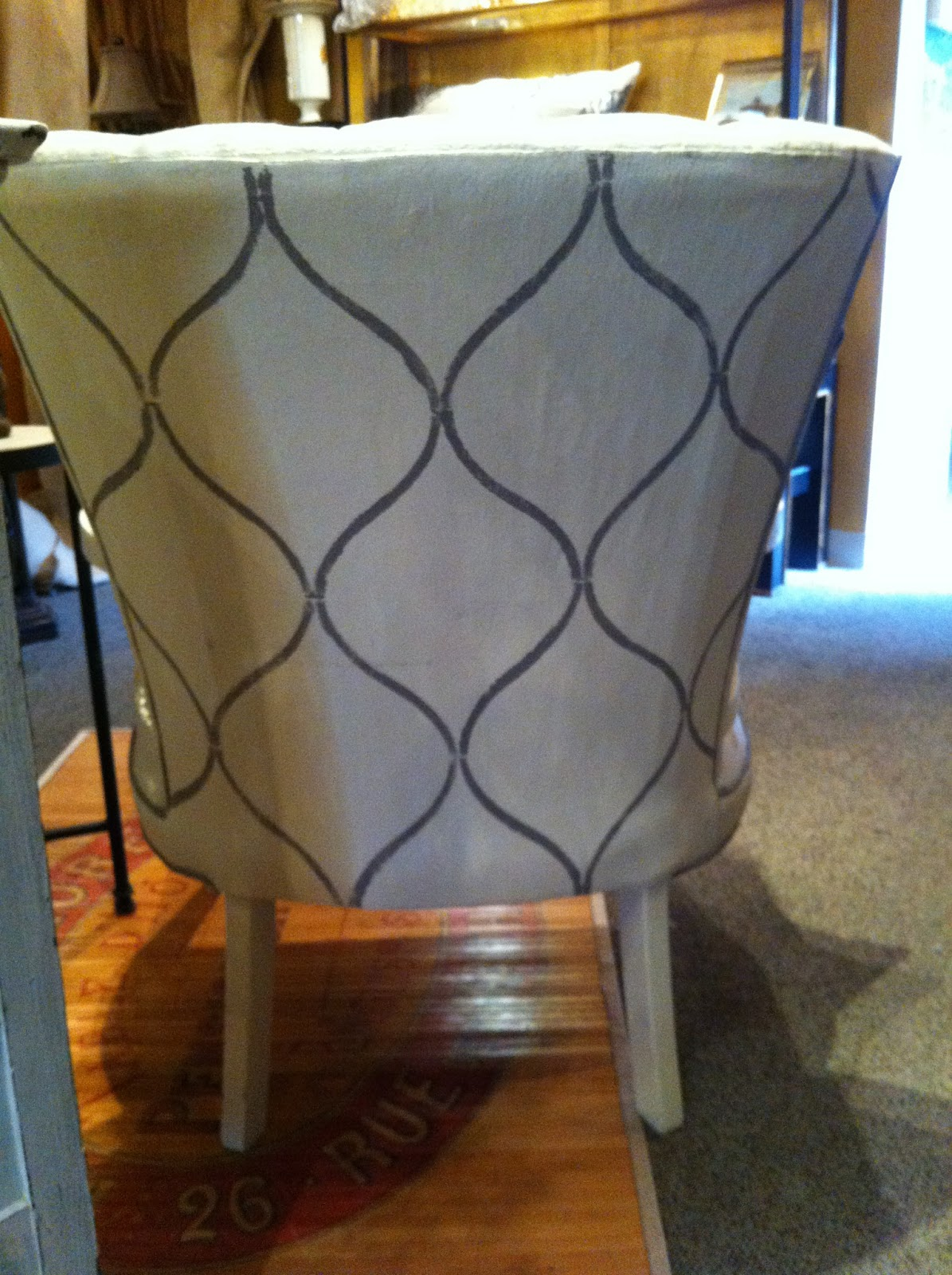 PAINTING UPHOLSTERY WITH CHALK PAINT®