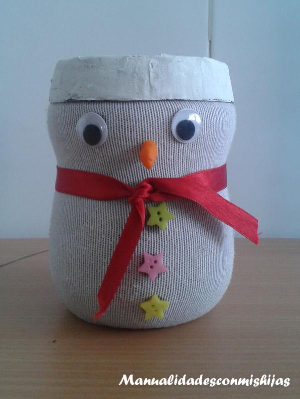 Manualidades infantiles Hucha de muñeco de nieve con bote de cacao