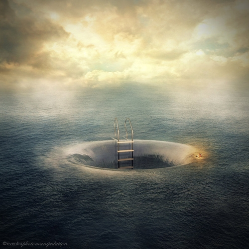 01-Hole-Even-Liu-Surreal-Photo-Manipulations-and-the-Lantern-www-designstack-co