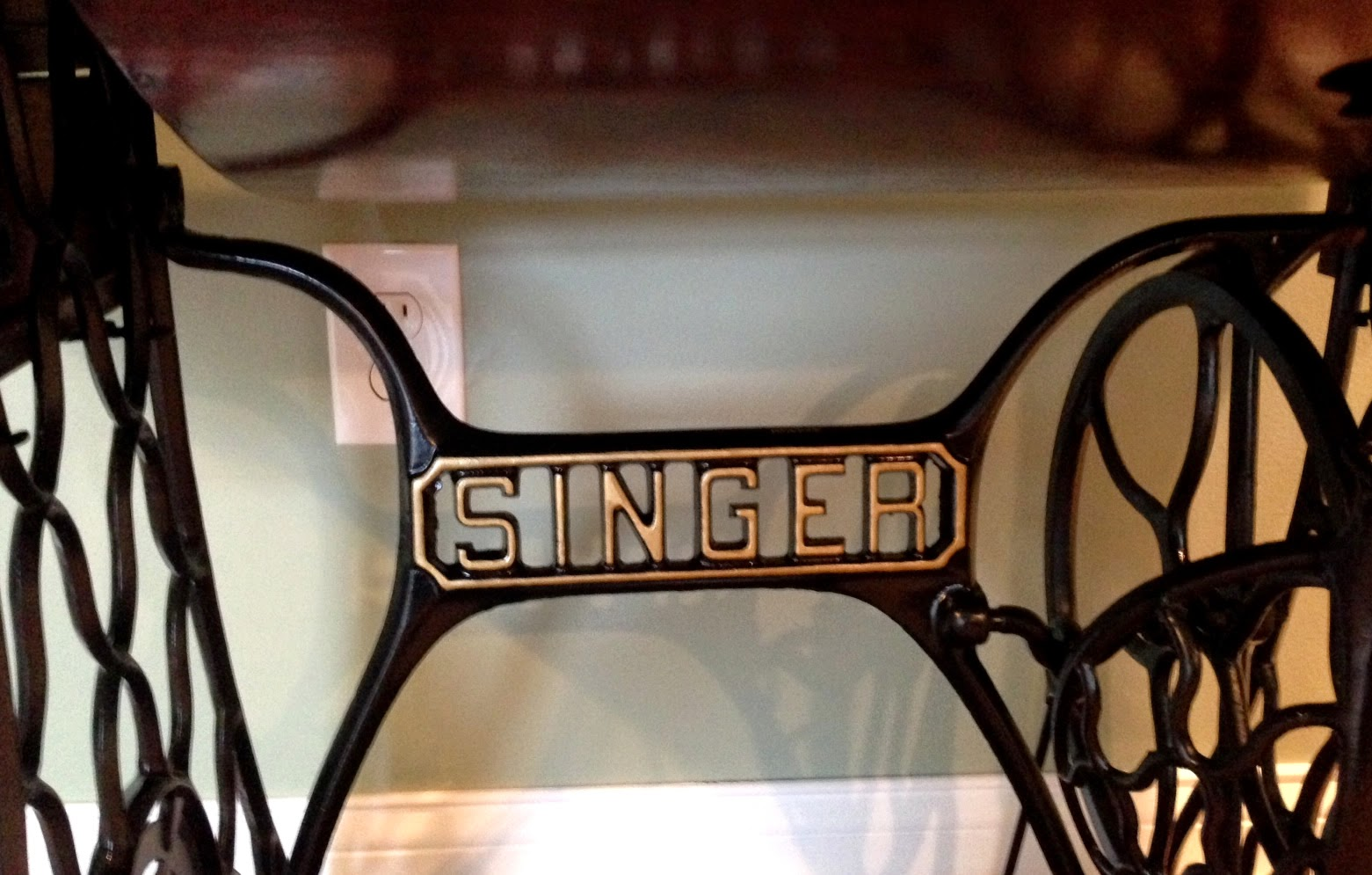 restored singer sewing machine - linaandvi.blogspot.com - michigan
