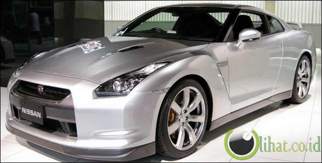 Nissan GT-R - Rp22 juta