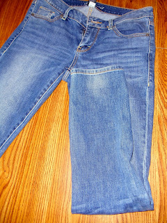 diy, diy distressed jeans, diy distressed denim, how to distress your jeans, jeans, fall fashion, style, do it yourself, at home distressed jeans, torn up jeans, holes in jeans, holes in pants, distressed pants