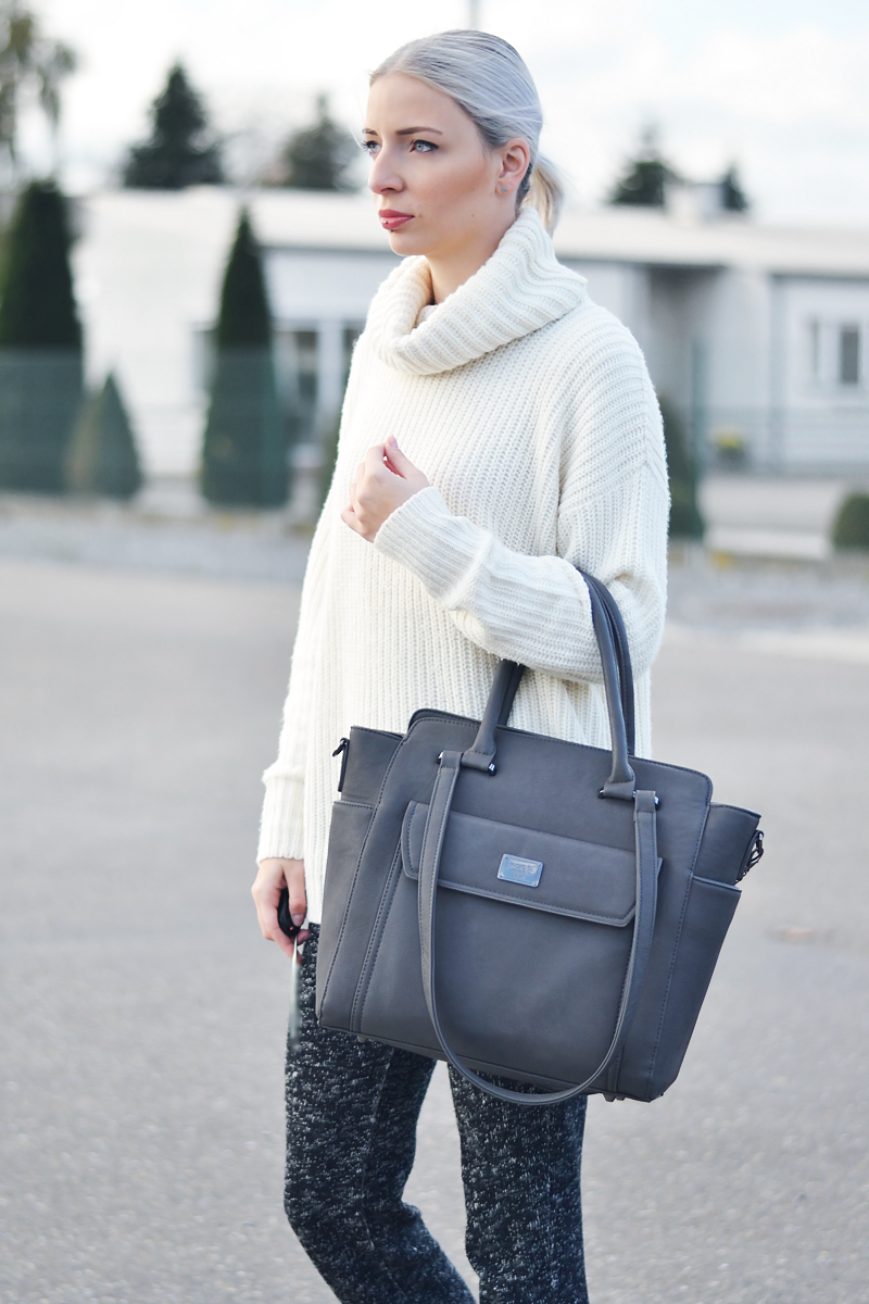 Turn it inside out // Full knitwear