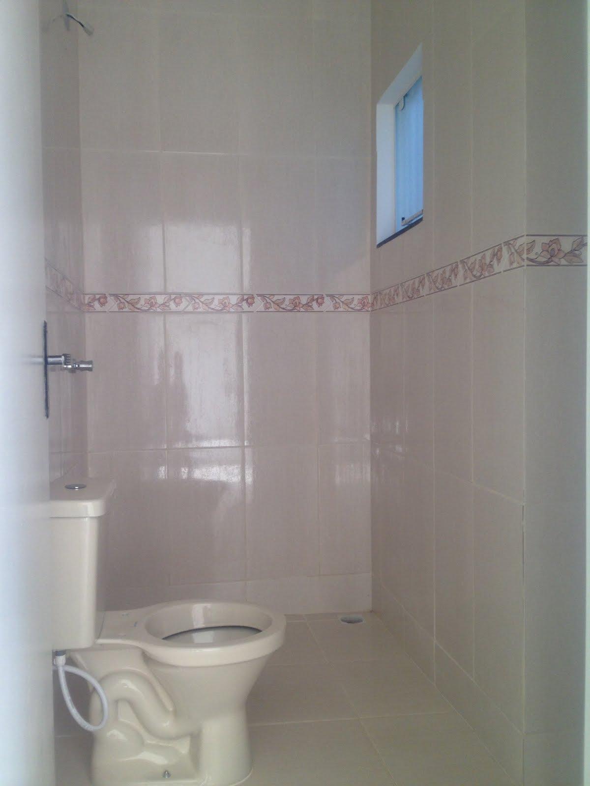 Unidade 01 Vista vaso sanitário e chuveiro banheiro cerâmica de  #4B6480 1200x1600 Altura Ideal Janela Banheiro