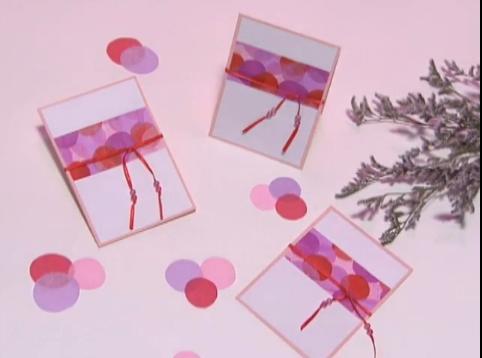 Convite de papel colorido para festas