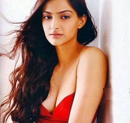 Sonam Kapoor Boobs