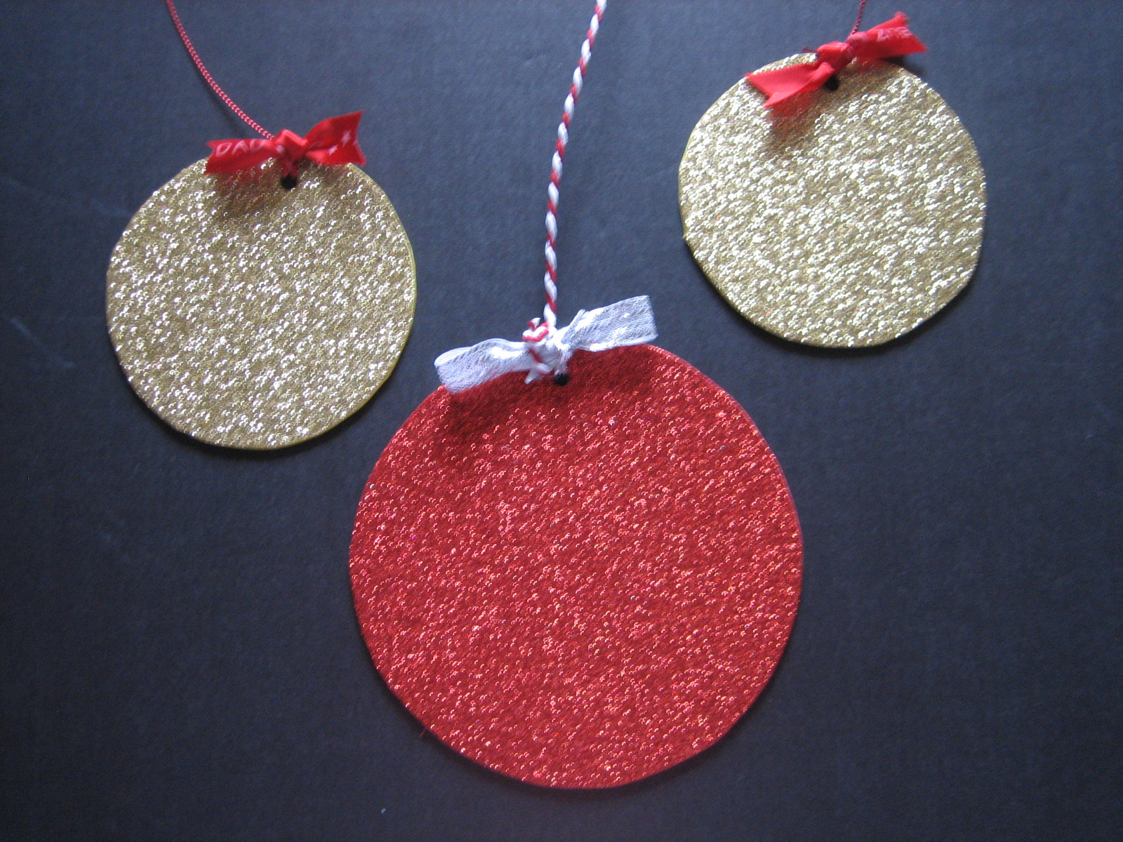 Adornos de navidad para for Manualidades con goma eva para navidad