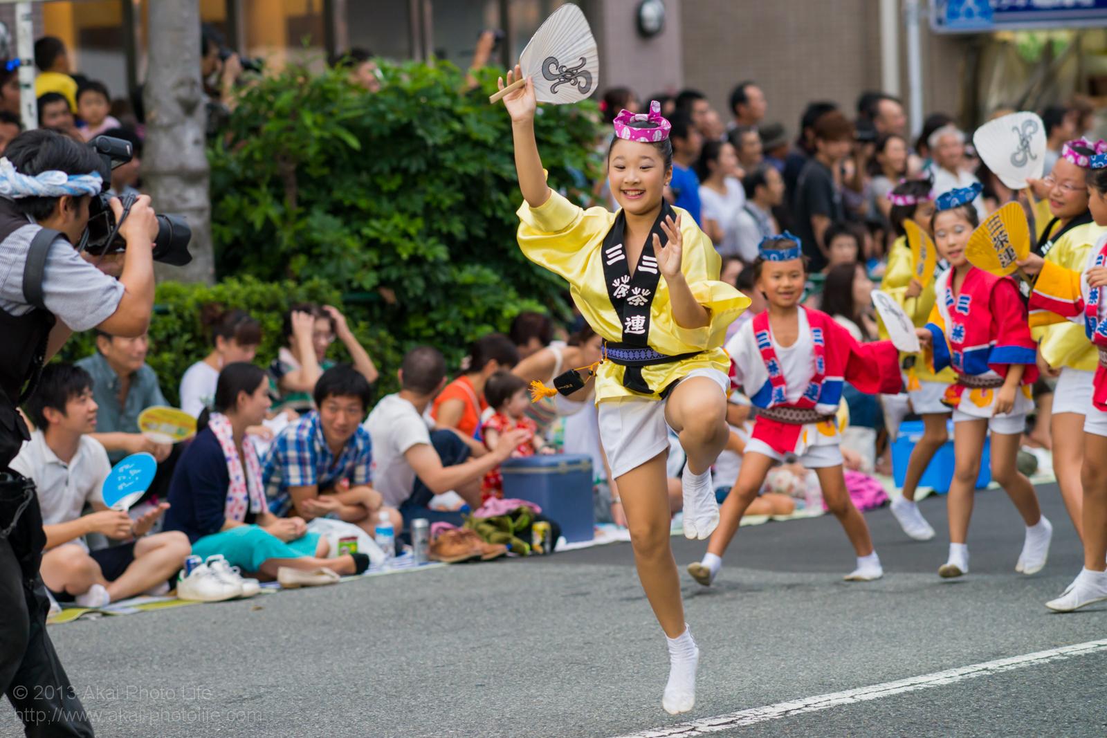 高円寺阿波踊り 三茶連の子供による団扇踊り
