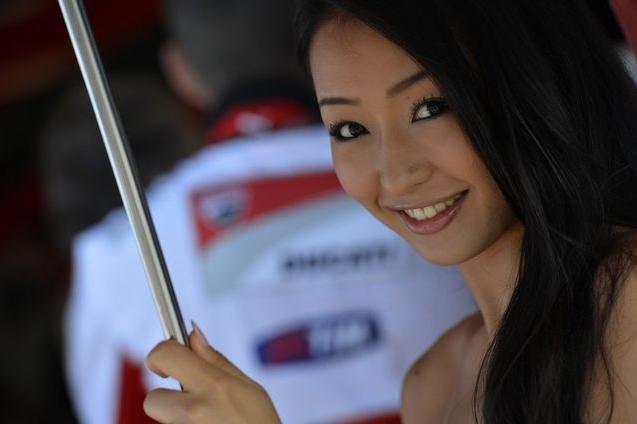 Inilah Foto Umbrela Girl Paling Cantik dan Seksi Asal Jepang