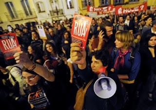 Portugal - Protestos: ÂNIMOS AQUECEM NO CERCO AO PARLAMENTO