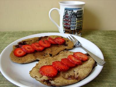 zdrowe śniadanie, placki, truskawki