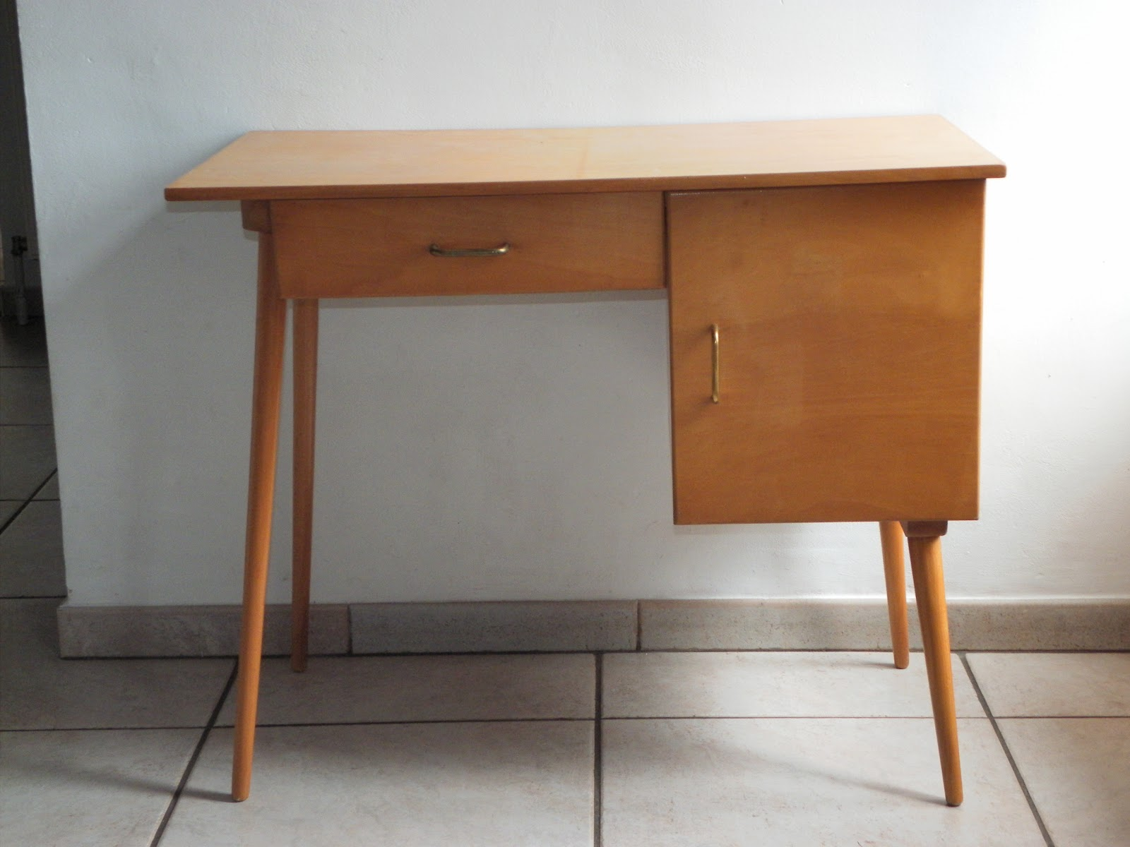 Lucie la chineuse beau petit bureau scandinave for Petit bureau simple