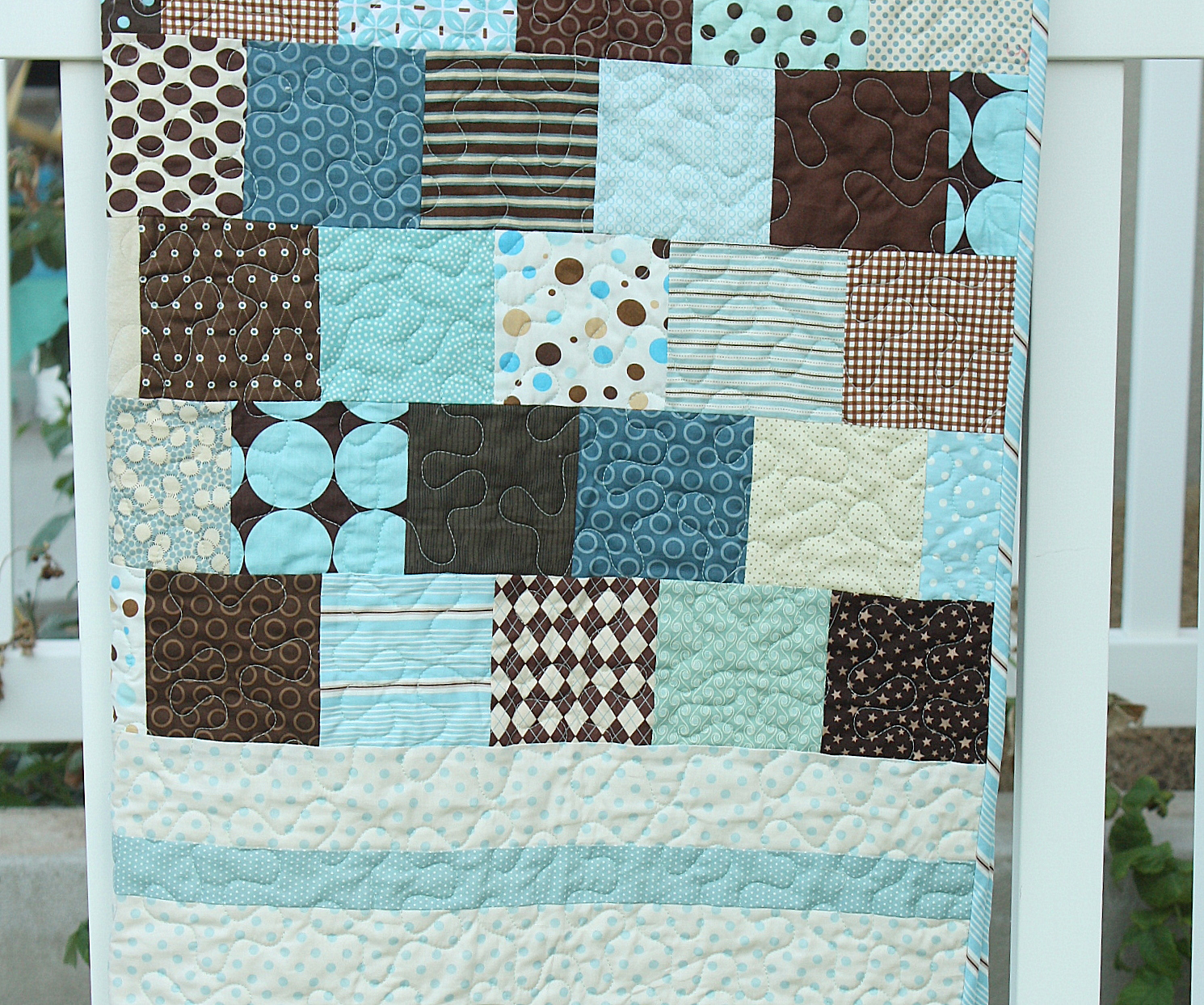 http://4.bp.blogspot.com/-qwYaQ8wLXT0/USJQ-0i-JyI/AAAAAAAAAoU/w7QojBmmX4I/s1600/brown+and+blue+quilt+close-up.JPG