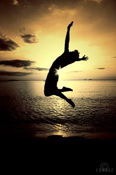 vive y se feliz :)