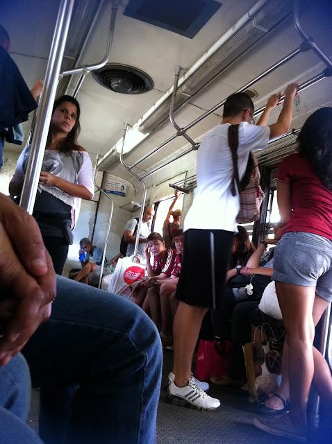 Torcedores no trem da Supervia/Foto: Marcelo Migliaccio