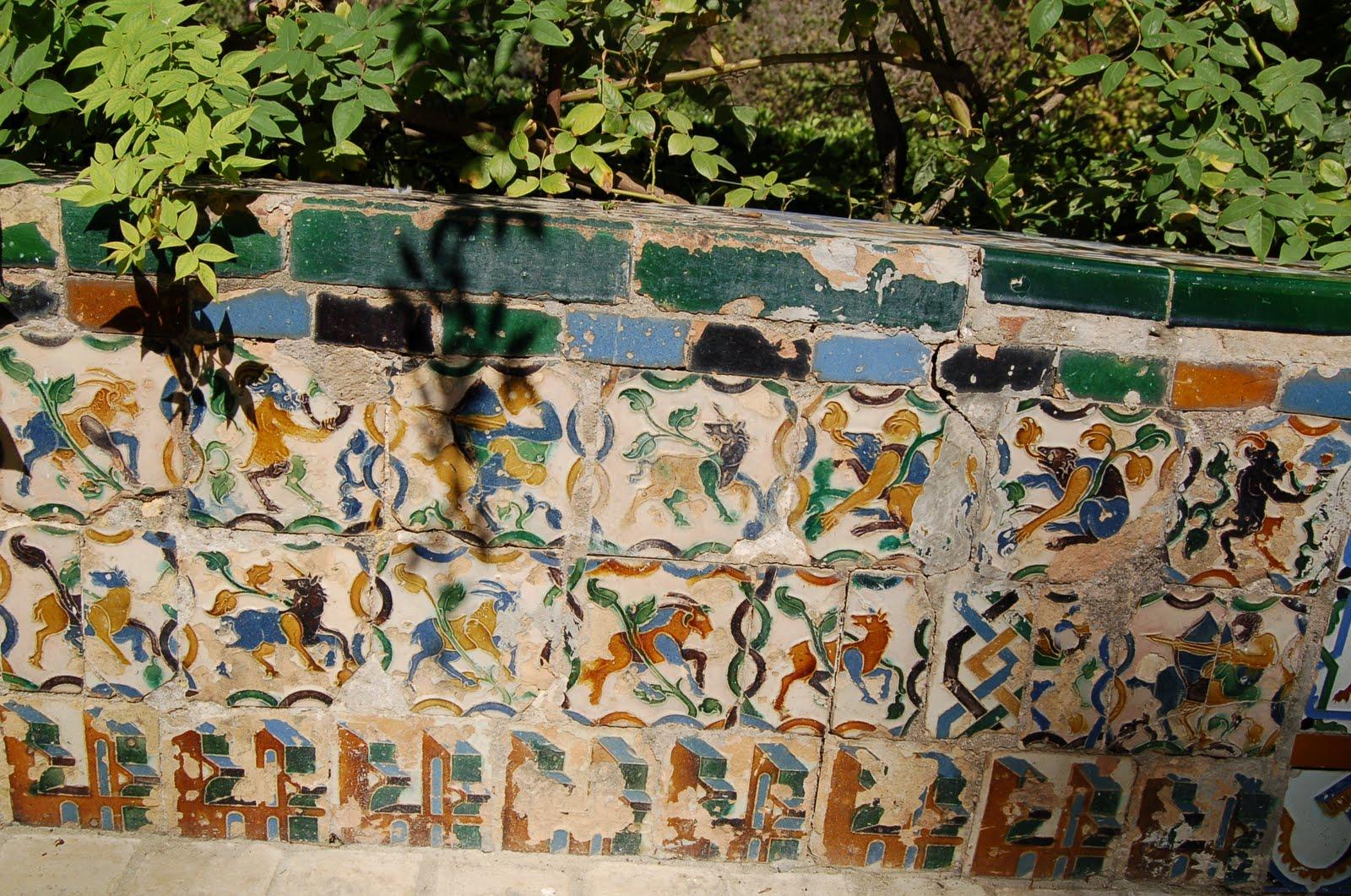 Arqueolog a en cer mica panel de azulejos alc zar de for Azulejos antiguos sevilla