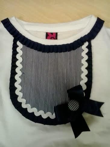 detalle pechera marinera en camiseta de niña