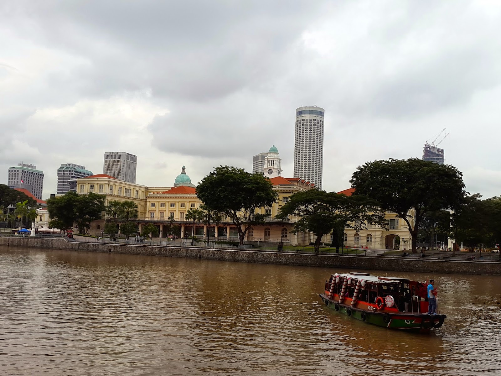 Cruising along Singapore River from Boat Quay