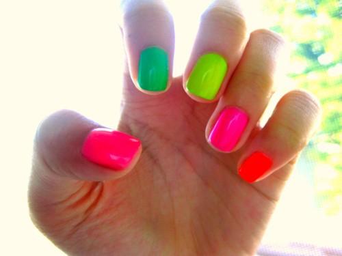 Modelos unhas cores neon