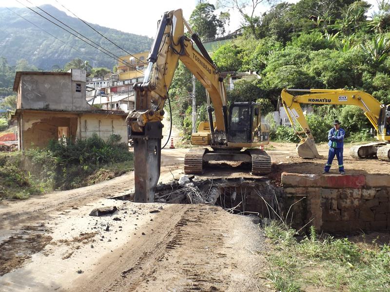 Retirada de ponte da Posse em Teresópolis