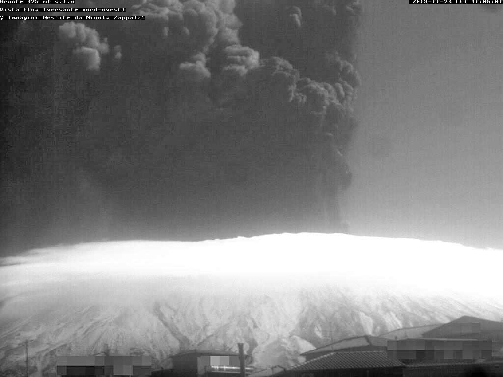 Le panache de cendres du volcan Etna, 23 novembre 2013