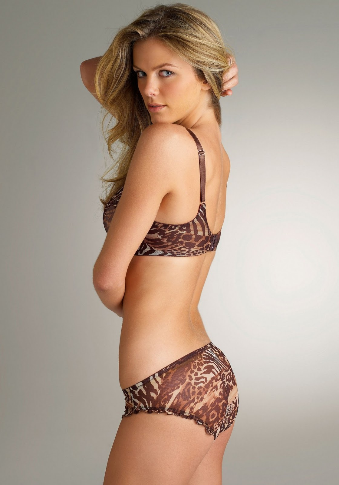 Beth Behrs Hot