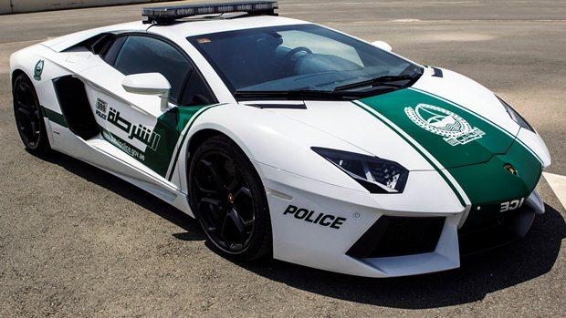 Polis Dubai semalam menyiarkan gambar sebuah kereta sport Lamborghini Aventador yang digunakan untuk rondaan dan mencegah jenayah.