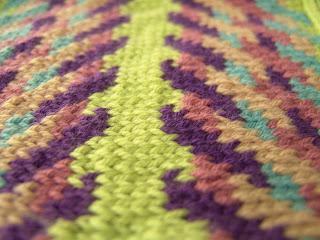 col ceinture fléchée détail du tricot