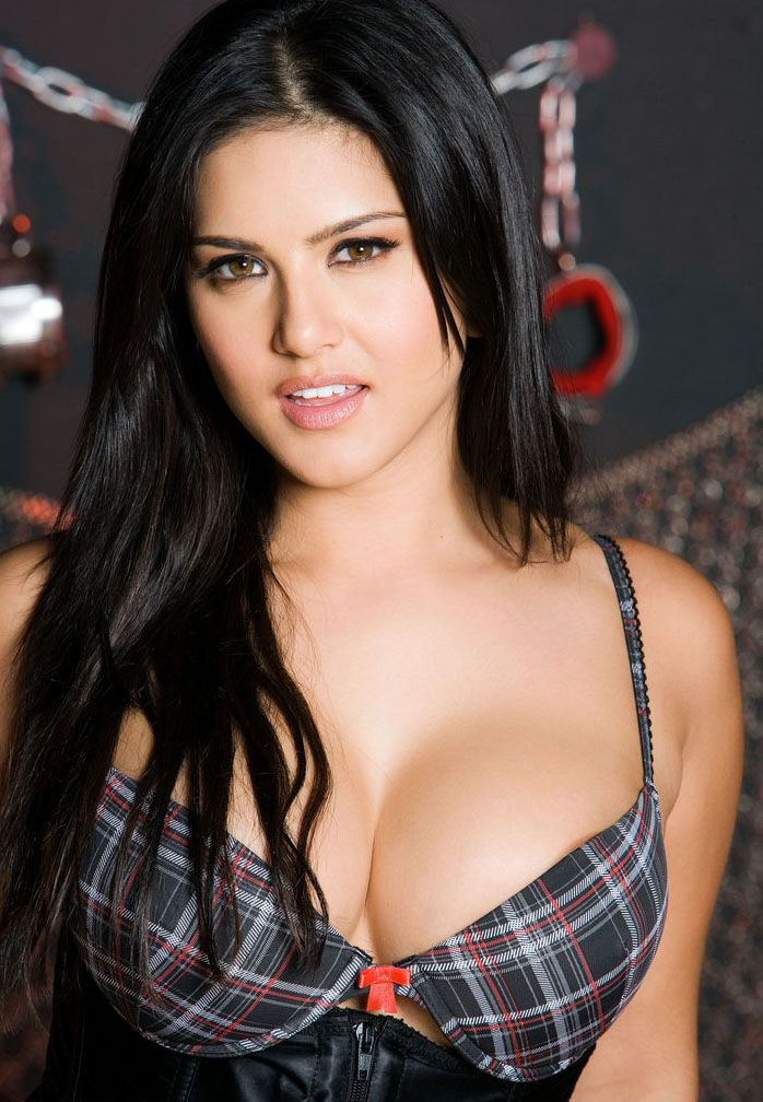 Information World JISM 2 Actress Sunny Leone Pictures