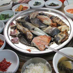Parrillada de pescados coreanos