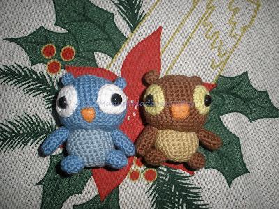 Pequeños buhos hechos a crochet con DMC Natura