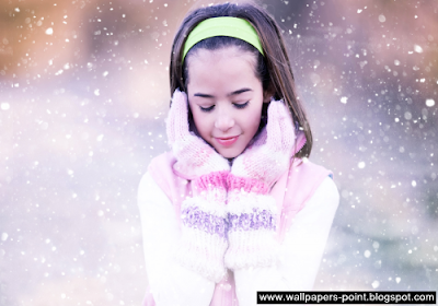 small girl in the winter wallpaper
