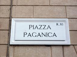 Η Via Paganica οδηγεί στην Piazza Paganica