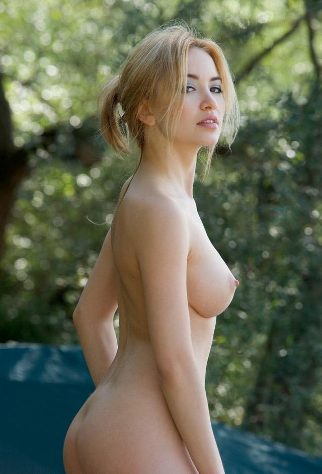 ABG Jablai: Lia, Bule Cantik Bugil di Hutan