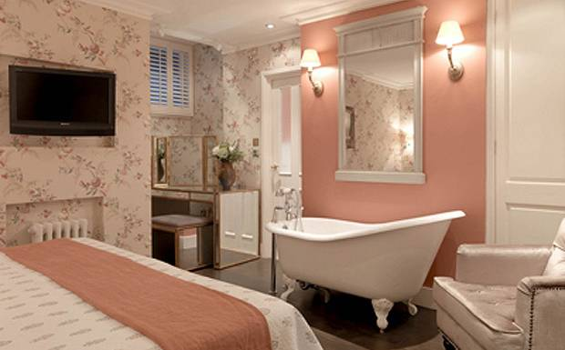 A library of design thinking pink hotels homes in the for Hotel a covent garden