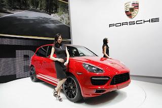 pameran-mobil-Porsche