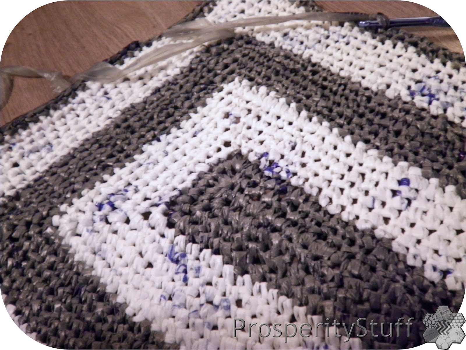 ProsperityStuff Quilts: The Plarn Rug