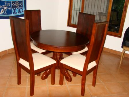 Venta de suzuki grand vitara y muebles reservado for Comedor redondo de madera de 6 sillas