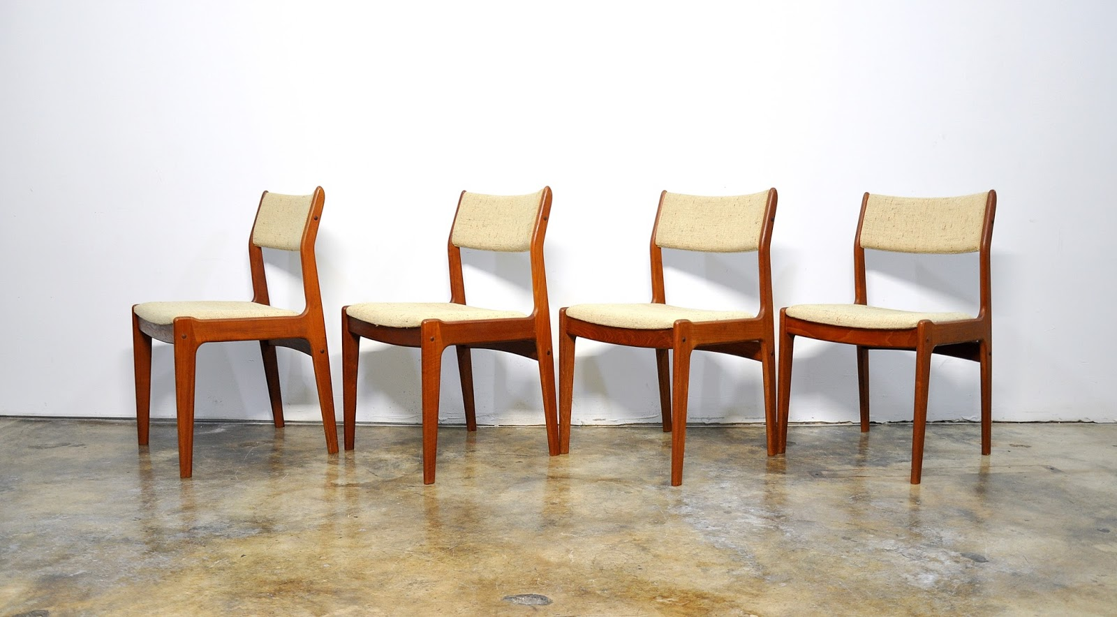 Select modern set of 4 danish modern teak dining chairs for Dining designer chairs