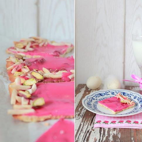 Mazurek z białą czekoladą i różą