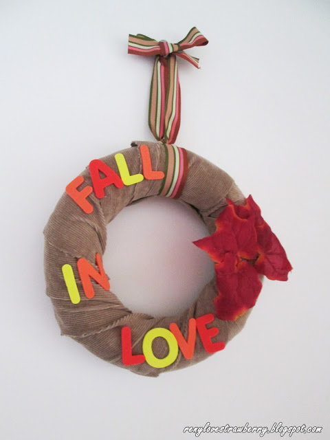 http://renylovestrawberry.blogspot.ro/2015/10/fall-in-love-wreath.html