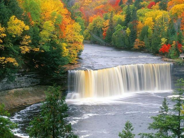 Paisaje hermoso de cascada