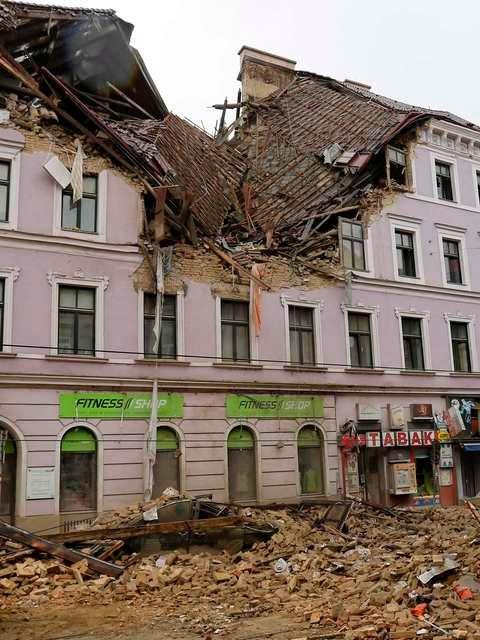 Explosão destrói parcialmente prédio em Viena, na Áustria. As causas da explosão ainda são desconhecidas.
