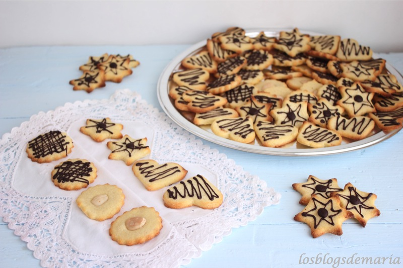 Galletas de mantequilla decoradas con chocolate