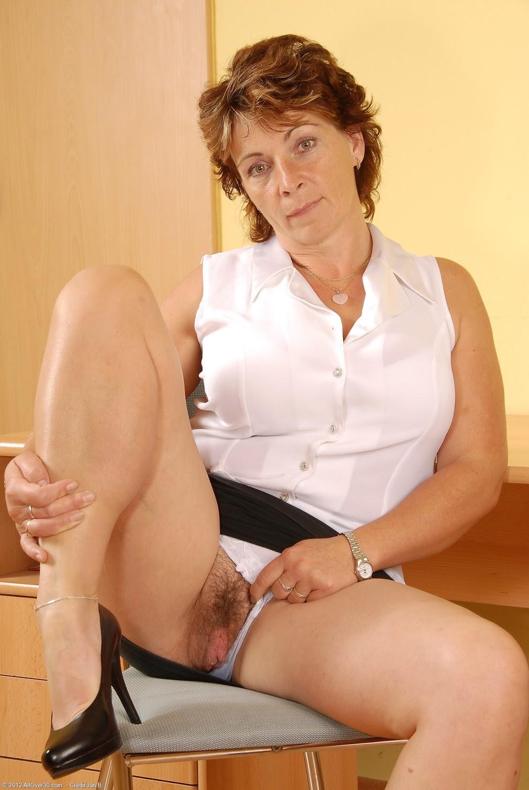 Зрелые секретарши голые