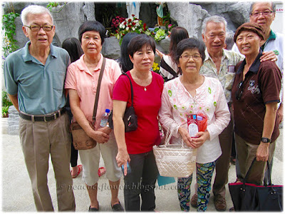 Nov 10 2015, in front of grotto - from left to right: Steven Tay, Soke Wan, Rose See, Lilian, John, Jac, George Yeow