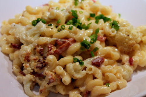 Modernist mac & cheese with bacon and roasted cauliflower