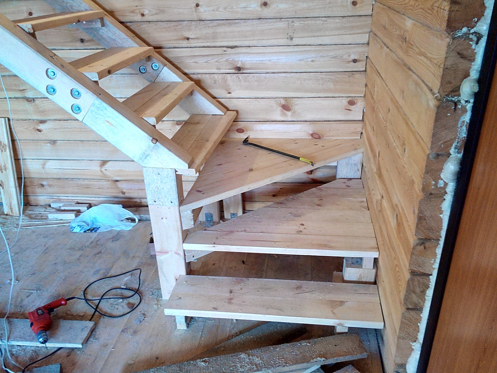 Как сделать лестницу на даче фото